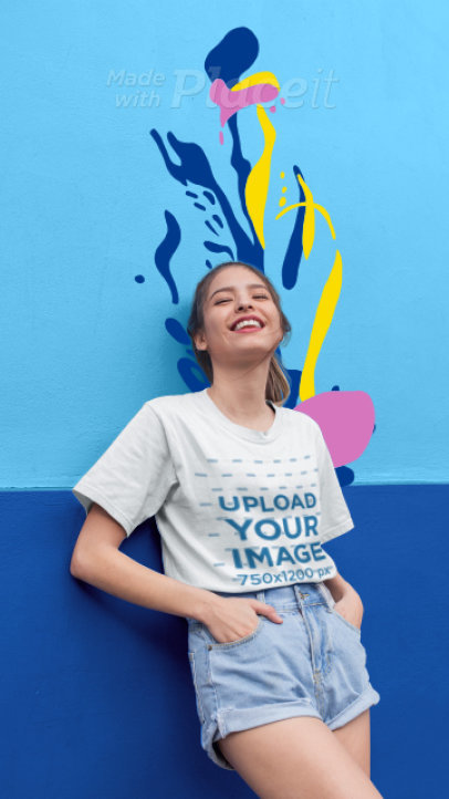 T-Shirt Video of Woman Featuring an Aquatic-Themed Animation 3294v
