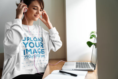 Sweatshirt Mockup of a Woman Listening to Music on Her Computer M10978-r-el2