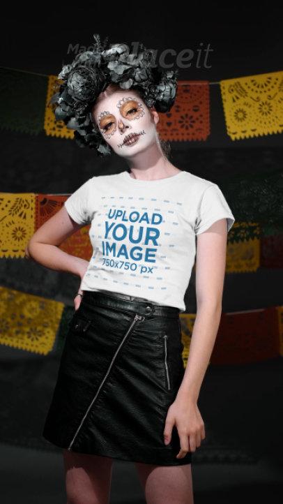 T-Shirt Video of a Woman in a Dia de Los Muertos Costume 4100v