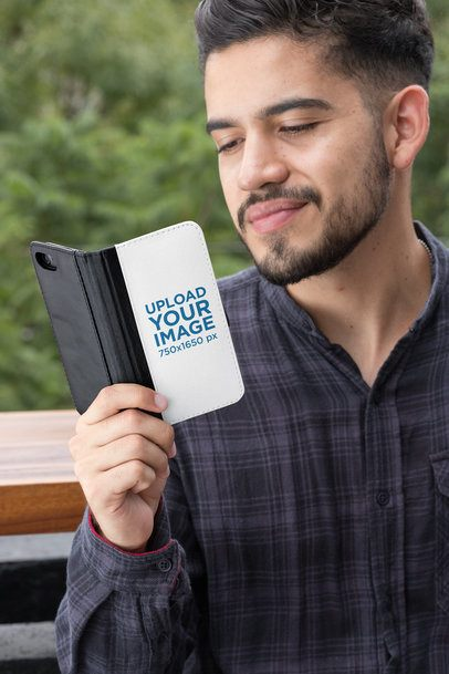Mockup of a Man with an iPhone 7 Wallet Case 29824
