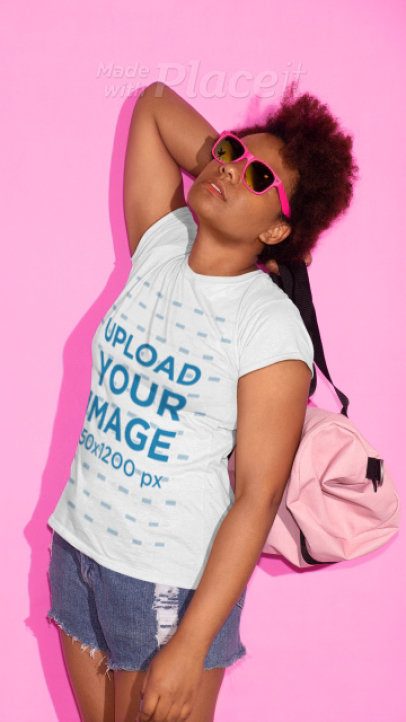 T-Shirt Video Featuring a Young Woman With Short Kinky Hair at a Studio 22848